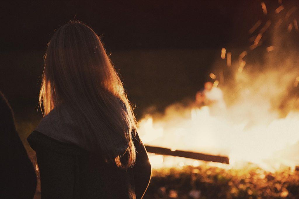 火が燃える夢